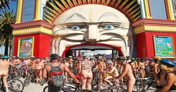 墨爾本裸騎集合